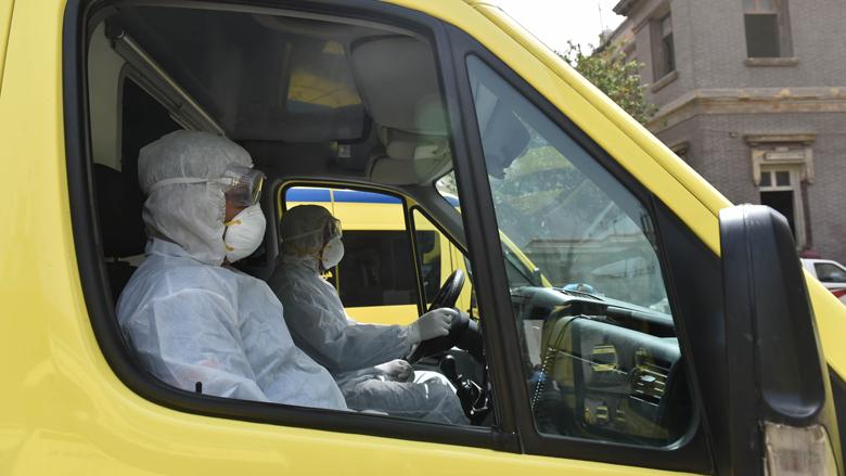 سيارة اسعاف مجهزة من هيئة الاسعاف المصرية للعناية بمرضى فيروس كورونا